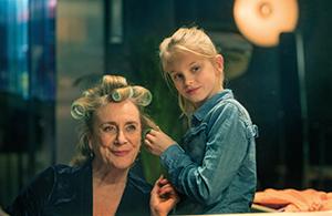 """Szene aus dem Film """"Romys Salon"""""""